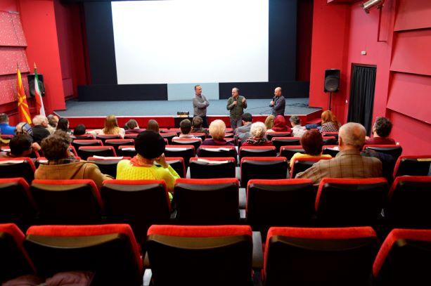 Расположена публика за разговор со иранските филмски автори